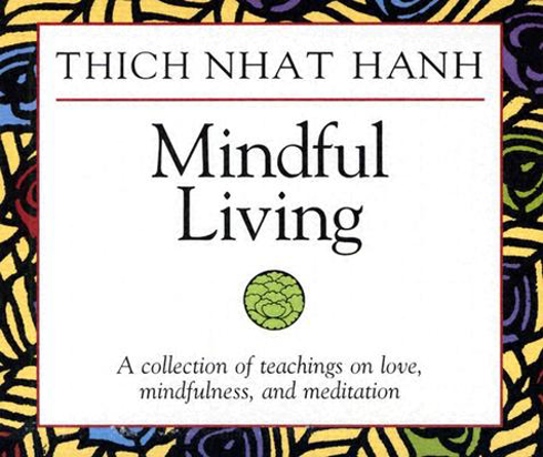 Bild på Mindful Living: A Collection of Teachings on Love, Mindfulness, and Meditation